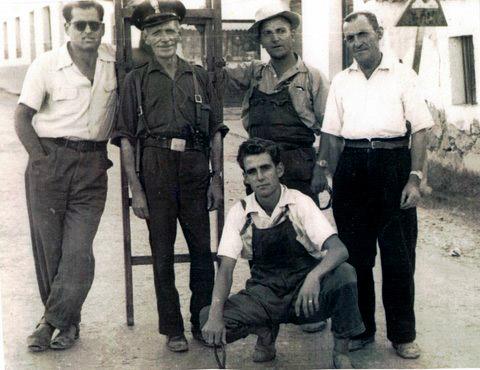 """MUNICIPAL Y ELECTRICISTAS CON LOS EMPLEADOS DE """"LAURA OTERO"""" AÑO 1957"""